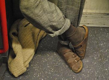 Носки с шлепанцами - это печально
